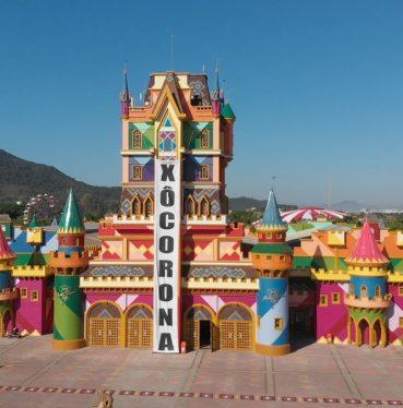 Parques temáticos brasileiros ensaiam abertura na Pandemia - Julia Maiorana
